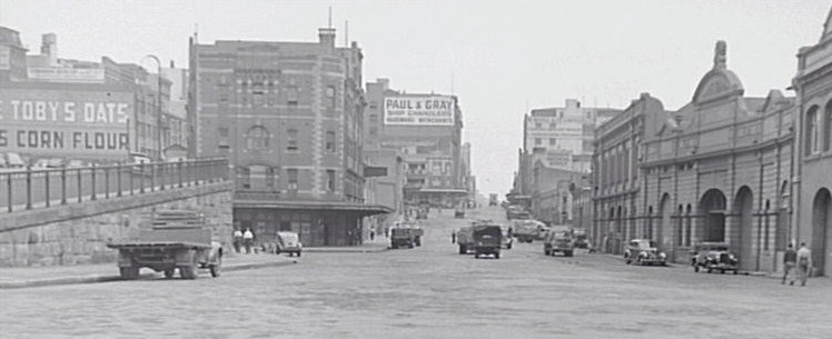 Hickson Road circa 1947. Early streets of Sydney were often devoid of any form of civic or street planting (Source: CoS Photo Archives)
